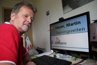 Alfred Weggel am Computer